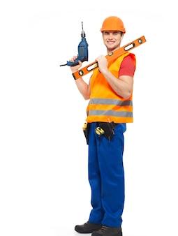 Lächelnder arbeiter mit werkzeugen im vollen porträt der orange uniform auf weiß