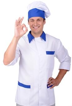 Lächelnder mann in der uniform des chefs lokalisiert
