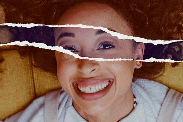 Lächelndes frauenbild im zerrissenen papierstil
