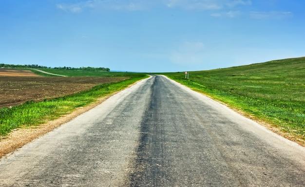Ländliche land zweispurige autobahn perspektive