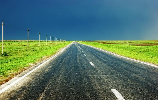 Ländliche landstraßenperspektive