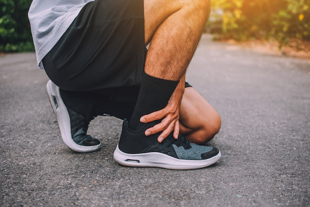 Läufer am knöchel verletzt