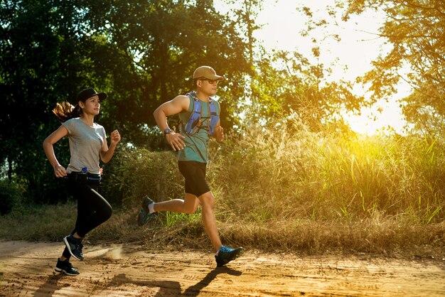 Läufer laufen am vormittag