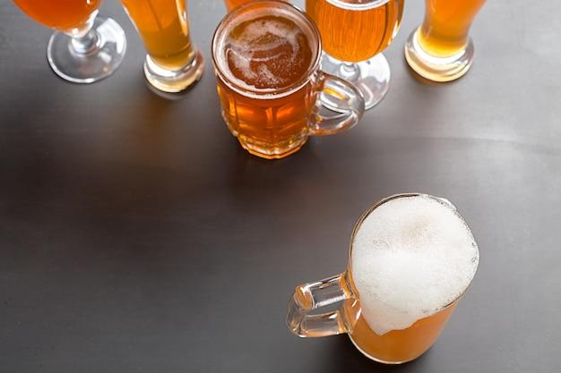 Lagerbier auf dem tisch