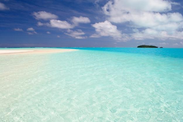 Lagune von aitutaki und rarotonga, abgelegene atolle mitten im pazifischen ozean, cookinseln