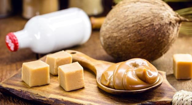 Laktosefreies veganes karamell aus kokosmilch, hausgemachte dulce de lethe