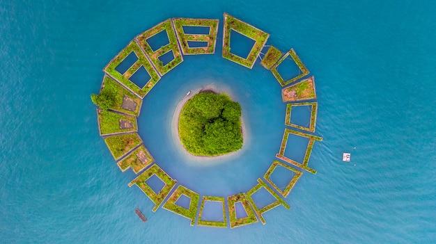 Lalu island mitten in sun moon lake, luftansicht schwimmender garten
