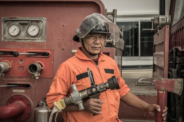 Lampang thailand 30. august 2018, training und praxis brandschutzpläne, lpg gasspeicher.