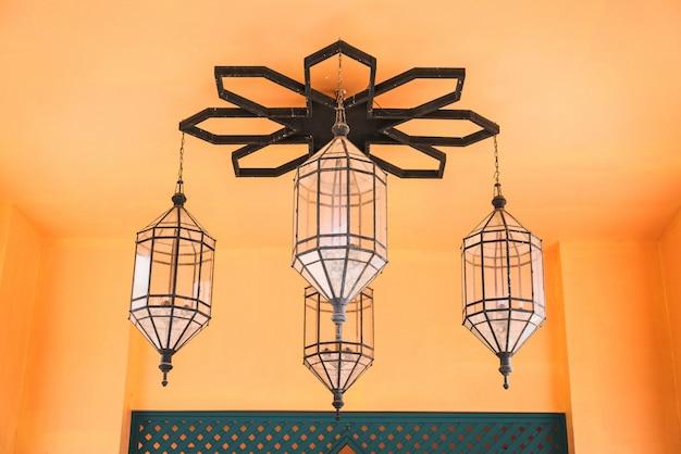 Lampendekoration im marokko-stil