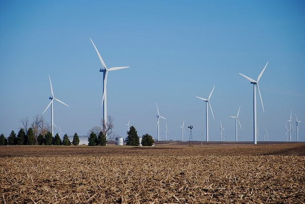 Landmaschinen windkraftanlagen windmühlen energie