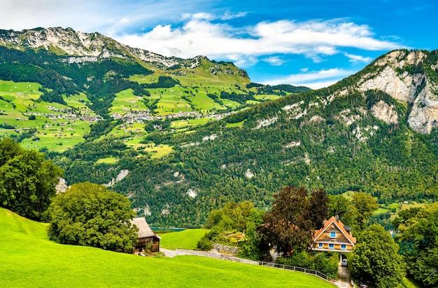 Landschaft am walensee in der schweiz