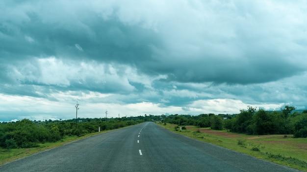 Landschaft der afrikanischen autobahn