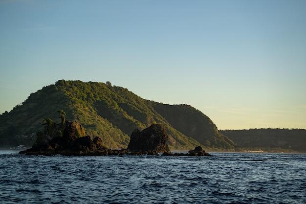 Landschaft der tropischen natur im ozean