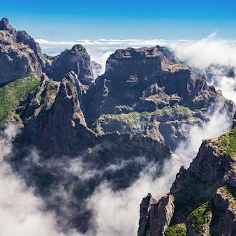 Landschaft der wanderung pico do arieiro zum pico ruivo, insel madeira, portugal