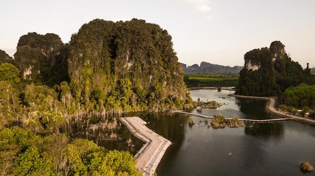 Landschaft des berges in krabi-provinz thailand