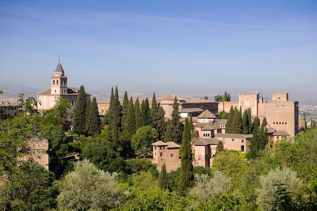 Landschaft des hervorragenden alhambra-palastes. granada, andalusien, spanien.