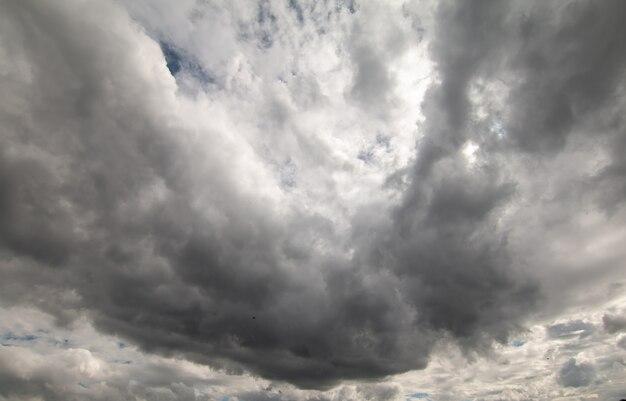 Landschaft des himmels, gewitterwolken