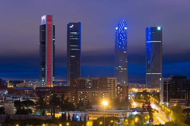 Landschaft des madrid-geschäftsgebäudes am turm vier in spanien.