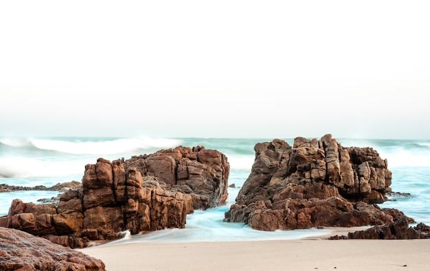 Landschaft eines schönen strandes