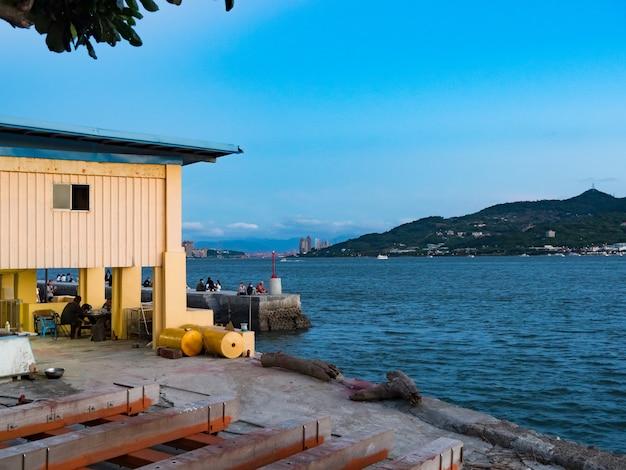 Landschaft im fischerhafen von tamsui, taiwan.