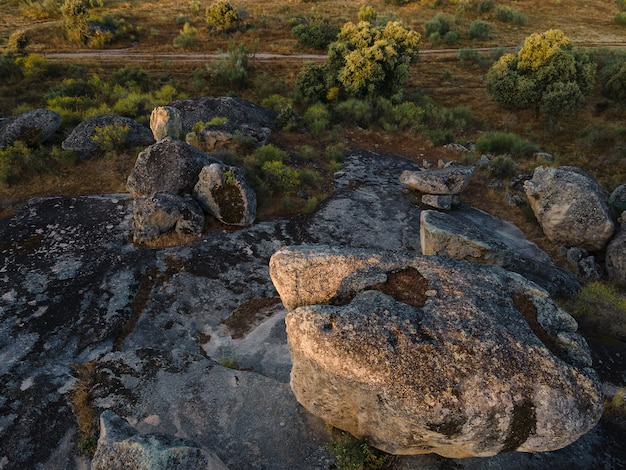 Landschaft im naturgebiet von barruecos. malpartida de caceres. extremadura. spanien.