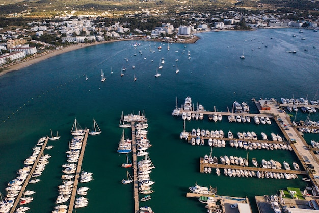 Landschaft mit booten in der marina bay