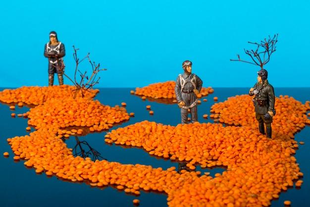 Landschaft mit inseln im meer und soldaten des zweiten weltkriegs
