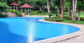 Landschaft mit niemandem Swimmingpool im Hotel