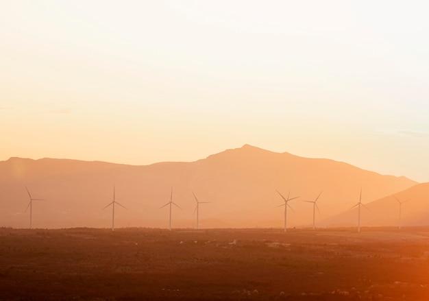 Landschaft mit windmühlen