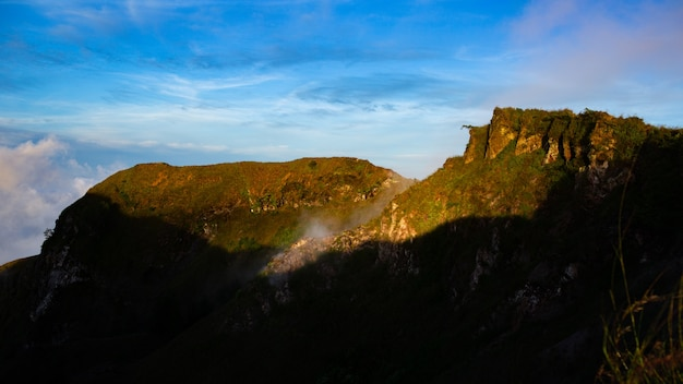 Landschaft. morgendämmerung mit blick auf den vulkan. batur vulkan. bali, indonesien