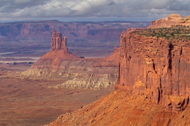 Landschaft von der klippe des nationalparks canyonlands, utah, usa.