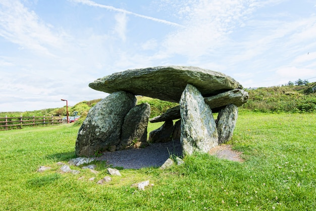 Landschaften von irland. altar wedge grab