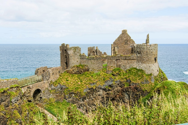 Landschaften von nordirland. dunluce schloss