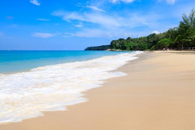 Landschaftsansicht surin strand sommerferien phuket thailand