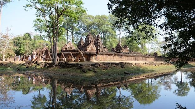 Landschaftsansicht von banteay srei oder lady temple in siem reap, kambodscha