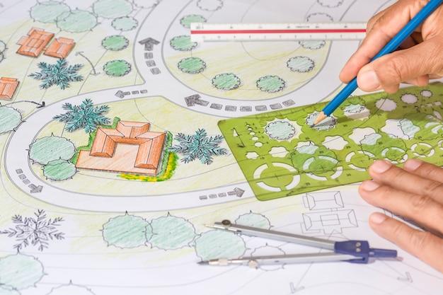 Landschaftsarchitekt entwirft blaupausen für resort.