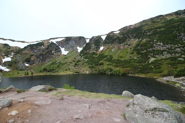 Landschaftsaufnahme des karkonosze-nationalparks jelenia polen