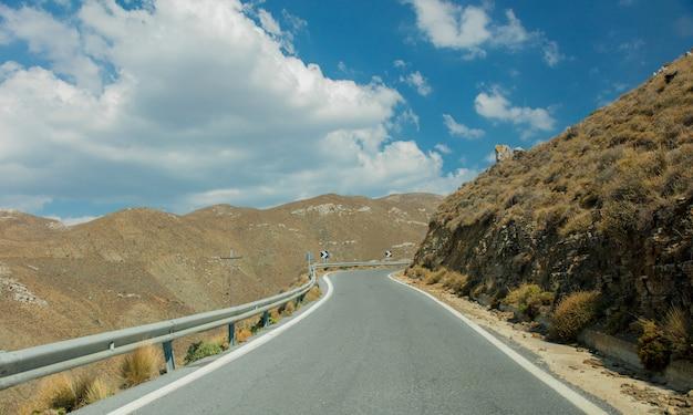 Landschaftsstraße in den bergen von iraklio