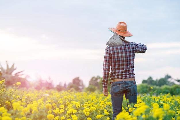 Landwirt in der farm Premium Fotos