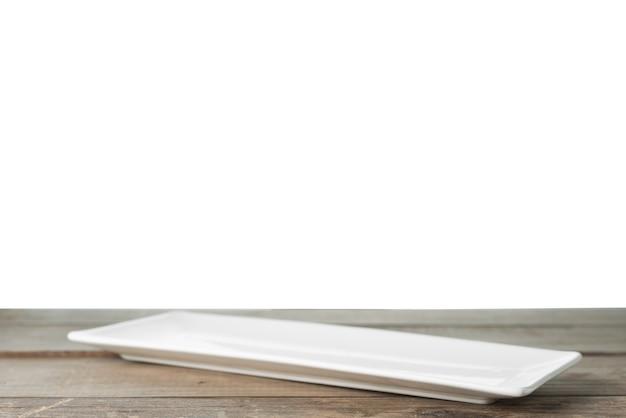 Lange rechteckige platte auf dem tisch