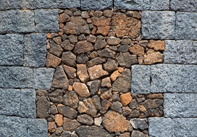 Lanzarote-mauerwerk mit vulkansteinen