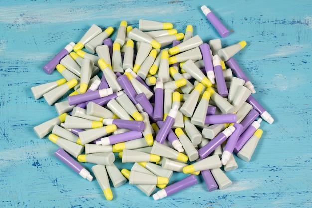 Lanzetten sind sterile, pyrogenfreie, ungiftige einweggeräte zur entnahme von kapillarblutproben für bluttests.