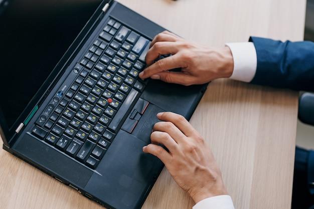 Laptop-desktop-internet-office-technologie