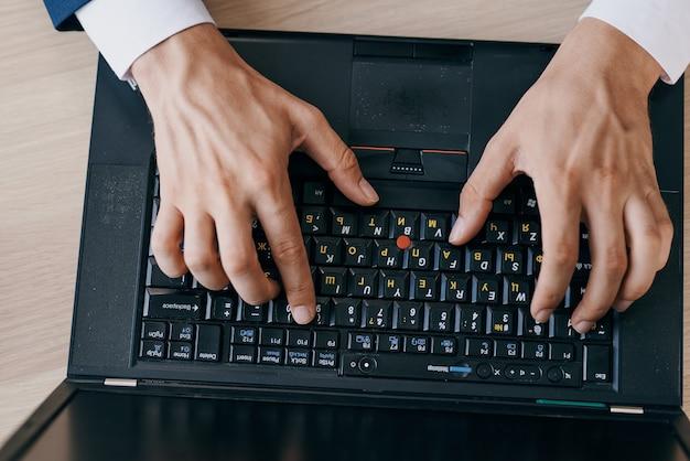 Laptop-desktop-technologie arbeit bürolebensstil