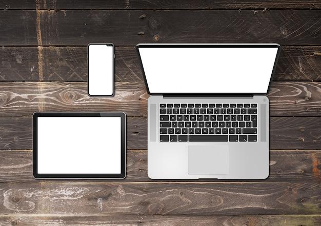 Laptop-, tablet- und telefon-set-modell auf einem hölzernen hintergrund. 3d rendern