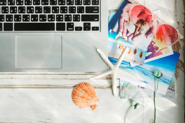 Laptop-technologie-strand-sommerferien-ferien-konzept