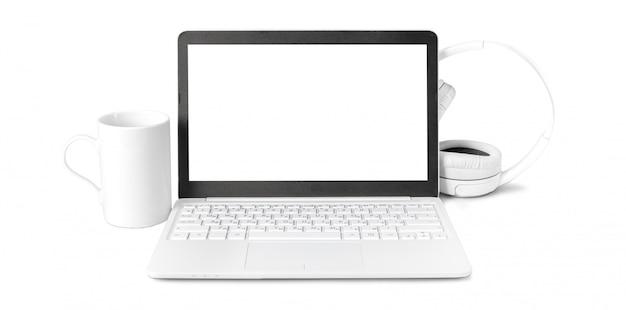 Laptop und kopfhörer getrennt auf weiß