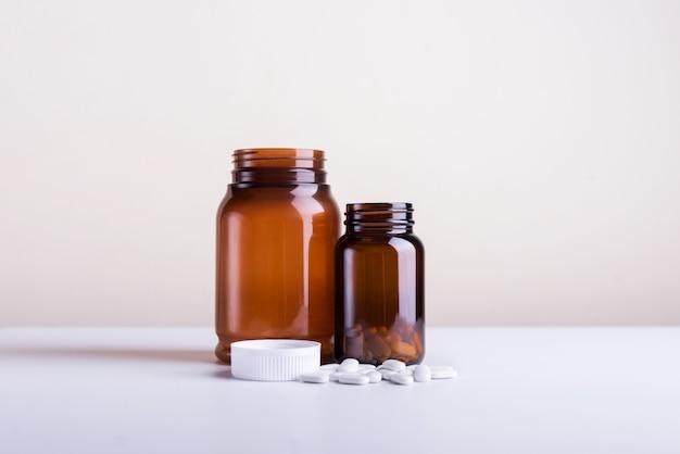 Large blank nahrungsergänzungsmittel. kleines flaschenset zur nahrungsergänzung