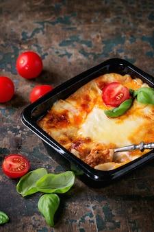 Lasagne in plastikschachtel