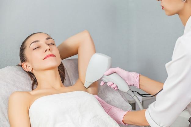 Laser-haarentfernung haarlos glatte und weiche haut körperpflege laser-hautpflegekonzept